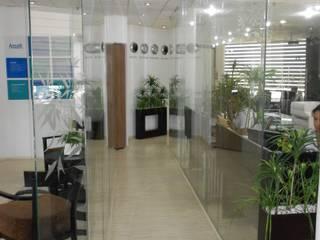 Oficina Corporativa: Estudios y oficinas de estilo moderno por Diseño e Interiorismo