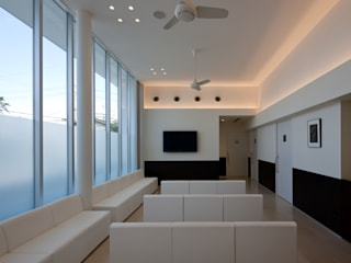 うえだ皮フ科クリニック: 株式会社古田建築設計事務所が手掛けた病院です。