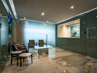 Lobby Oficinas Prology Estudios y despachos modernos de PASQUINEL Studio Moderno