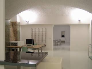 Minimalistische Arbeitszimmer von studiooxi Minimalistisch