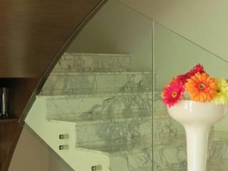NIVEL TRES ARQUITECTURA Modern corridor, hallway & stairs