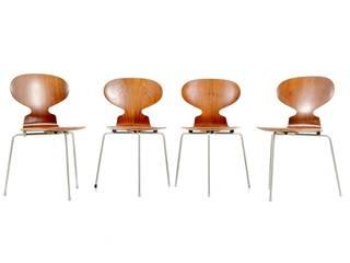 Arne Jacobsen Ant Chairs:   von Room of Art