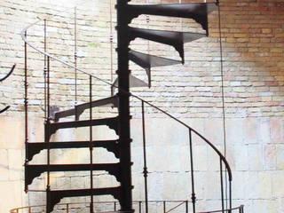 Chidea in ferro ossidato : Casa in stile  di h-project.it