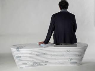 Land_marble bench:  in stile  di PAOLO ULIAN & MORENO RATTI