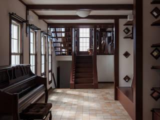 Living room by 一粒社ヴォーリズ建築事務所