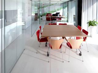 Estudio kaw arquitectos en barcelona homify for Oficina qualitas auto barcelona