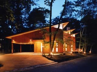 外観(夜景): PAPA COMPANY ARCHITECTURAL WORKS. /パパカンパニー1級建築士事務所が手掛けた家です。