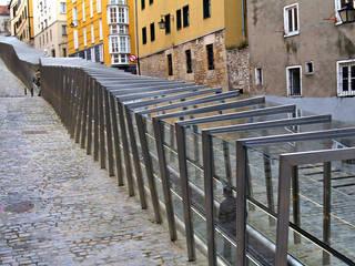 Rampe in Vitoria:  in stile  di Roberto Ercilla