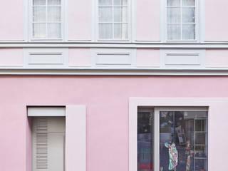 Sanierung denkmalgeschütztes Wohn- und Geschäftshaus H11, Tübingen :  Ladenflächen von Architekten + Partner Dannien Roller BDA