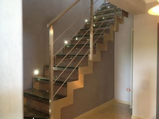 Modern Corridor, Hallway and Staircase by Architetto Dario Vista Modern
