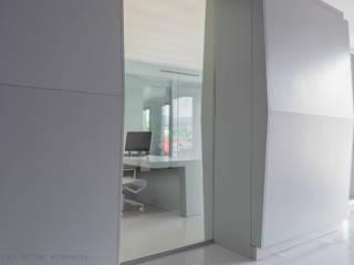 Uffici Azienda Agricola M.N. e Terenzuola 2013: Complessi per uffici in stile  di Francesco Mottini Architetto