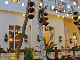 Giardino moderno di CO Mimarlık Dekorasyon İnşaat ve Dış Tic. Ltd. Şti. Moderno