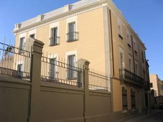 Vista general del edificio: Casas de estilo  de BARCELONA ARQUITECTURA
