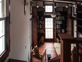 苦楽園のA邸 リビング2 クラシックデザインの 多目的室 の 一粒社ヴォーリズ建築事務所 クラシック