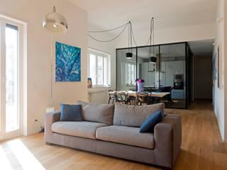 Ruang Keluarga Modern Oleh Studio Associato 3813 Modern