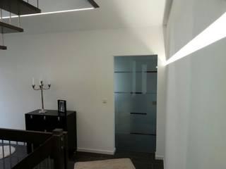 Stadtvilla:  Flur & Diele von Klaus Schmidt, Handelsvertretung Wolf System GmbH, LED Profilelement GmbH und weitere