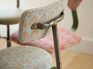 Vintage stools with colourful upholstery por Concept Interior Design & Decoration Ltd Eclético
