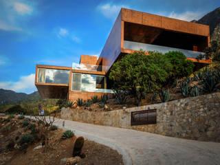 Case in stile in stile Moderno di P+0 Arquitectura