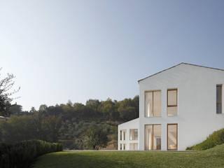 CASA OLEARIA PAIGLE . LAGO DI GARDA: minimalistische Häuser von brandl architekten . bda