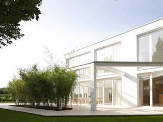 brandl architekten . bda Casas de estilo minimalista