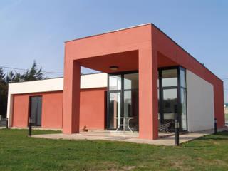 Vista exterior fachada trasera: Casas de estilo  de KM Arquitectos