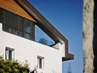 Ristrutturazione e risanamento Casa Lemayr:  in stile  di ROLAND BALDI ARCHITECTS