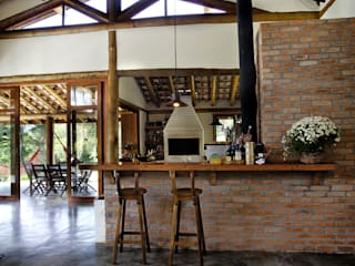 Nhà by Bianka Mugnatto Design de Interiores