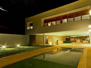Montebello 332: Casas de estilo moderno por Jorge Bolio Arquitectura