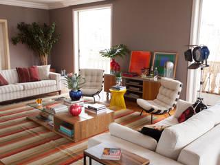 Residencia ERB:   por Mia Arquitetura