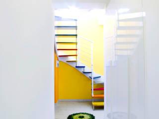 Vista dall'ingresso: Ingresso & Corridoio in stile  di Studio tecnico associato 'Il Progetto'