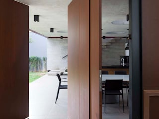 Finestre & Porte in stile moderno di FCstudio Moderno