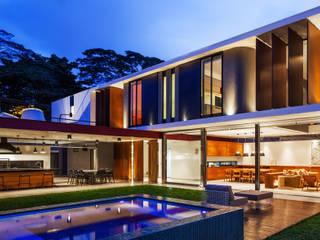 Casas modernas: Ideas, imágenes y decoración de FCstudio Moderno