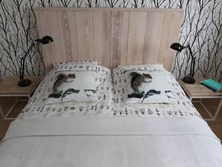 Holzbett, Doppelbett by Woodenfactory:   von Isladesign