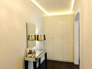Apartament na Kazimierzu Klasyczny korytarz, przedpokój i schody od AgiDesign Klasyczny