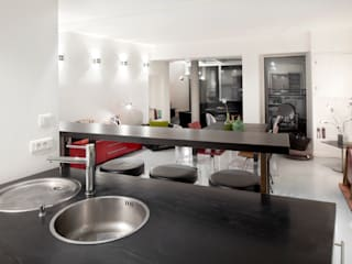Minimalist kitchen by Padeker Minimalist