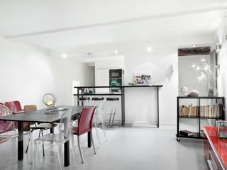 Minimalist dining room by Padeker Minimalist