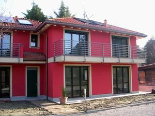 Abitazione bifamiliare con struttura in legno (classe energetica A+) Case eclettiche di Arch. Dario Nespoli Eclettico