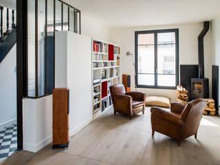 Extension d'une maison de ville au décor industriel ( Vincennes - 94):  de style  par AAA CSC