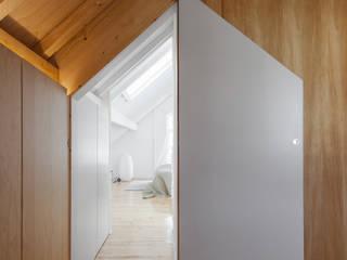 Ankleidezimmer von Tiago do Vale Arquitectos