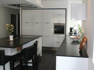 une cuisine ouverte par agence Métamorphose Minimaliste