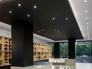 Bottles' Congress by Tiago do Vale Arquitectos Minimalist