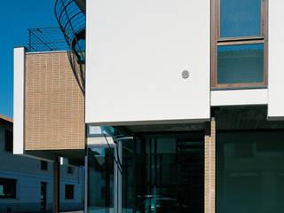 Casa 18: Case in stile  di Luigi Ferrario