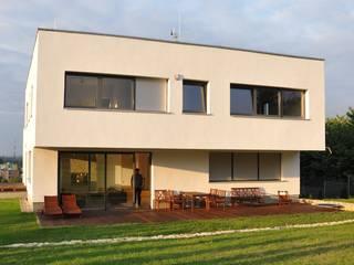 Dom D&J Nowoczesne domy od Pracownia Projektowa Ola Fredowicz Nowoczesny