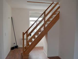 réhabilitation d'un ancien immeuble en logements de 50 M2:  de style  par For Intérieur