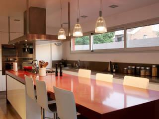 CASA RC Cocinas modernas: Ideas, imágenes y decoración de ESTUDIO GEYA Moderno