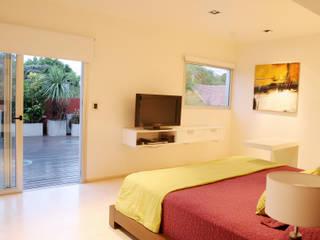 CASA RC: Dormitorios de estilo  por ESTUDIO GEYA
