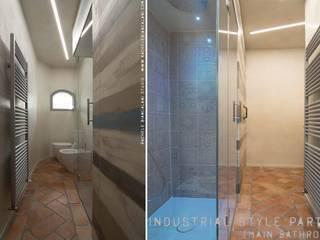 Bagno - doccia di luce e armadiatura su misura: Bagno in stile in stile Tropicale di Rachele Biancalani Studio
