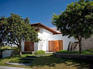 Taller Luis Esquinca Rumah Modern