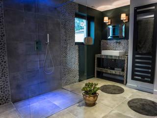 Chambre salle de bain semi- ouverte: Salle de bains de style  par MS Fabrique