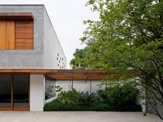 Jardins modernos por Pascali Semerdjian Arquitetos Moderno